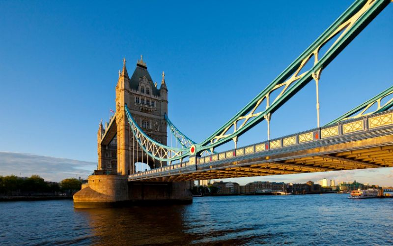 THINGS EVERYONE SHOULD KNOW BEFORE VISITING BRITAIN